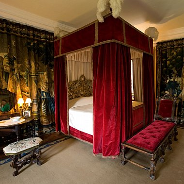 tapestry bedroom guillaume de laubier